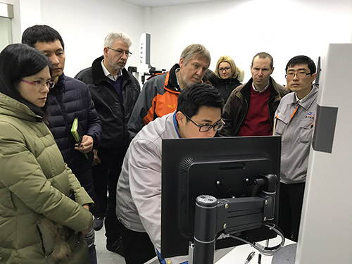 (Customers visit measurement room )